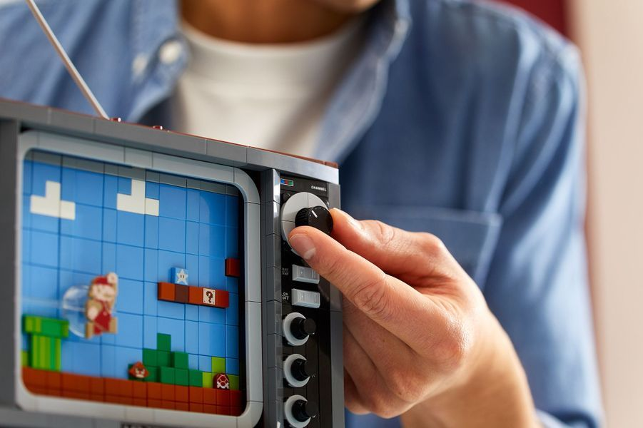 La console NES de Nintendo entièrement faite de LEGO.