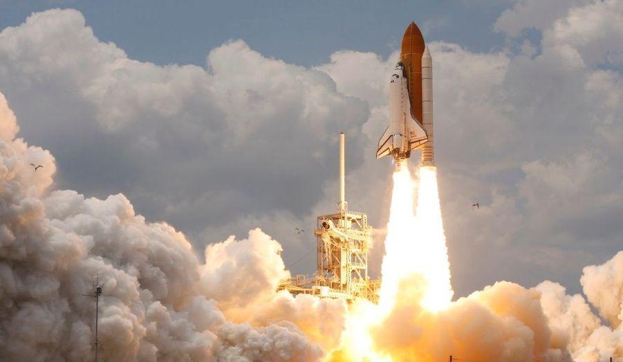 La navette spatiale Atlantis s'est élancée lundi soir de son pas de tir de Cap Canaveral, en Floride, avec sept astronautes à son bord. Leur mission sera d'entretenir et de réparer le gigantesque télescope spatial Hubble.