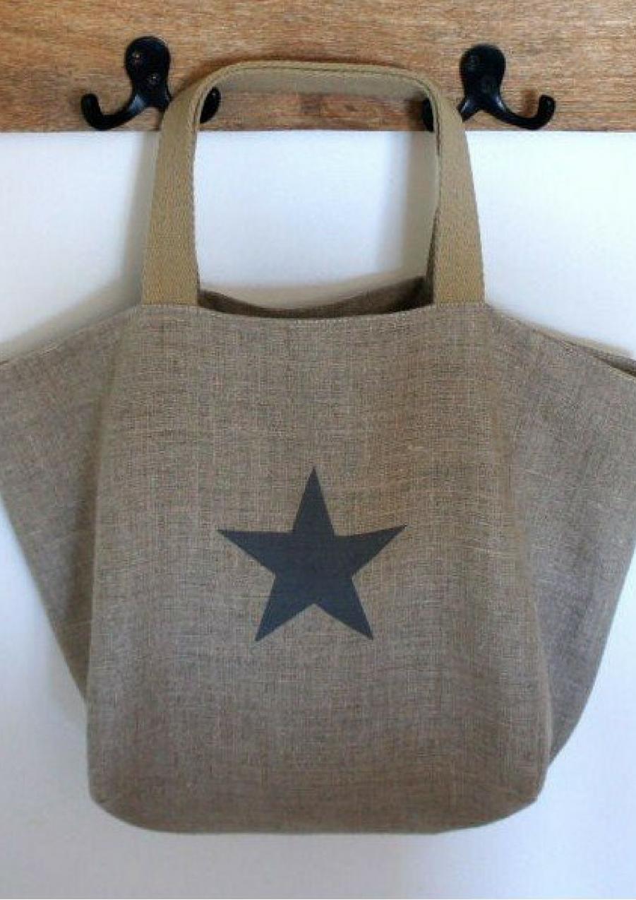 Sac de plage en tissu de lin et étoile peinte, 54€Voir l'épingle