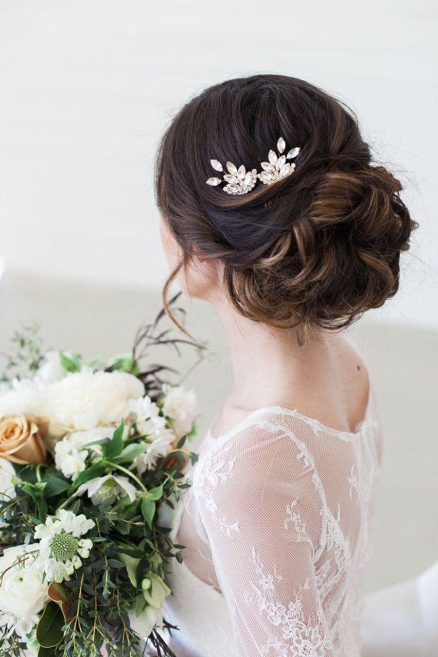 Un chignon avec des épingles pour cheveuxhttps://www.pinterest.fr/pin/487373990914800540/