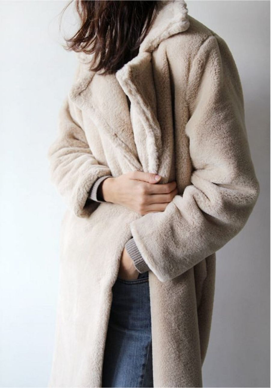 Manteau en fausse fourrure beige https://www.pinterest.fr/pin/533184043369740328/