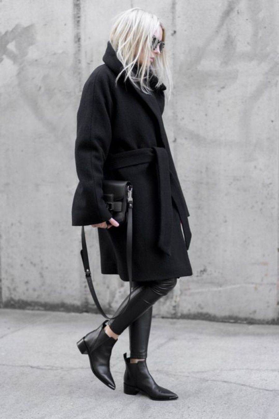 Manteau noir https://www.pinterest.fr/pin/302022718740764988/