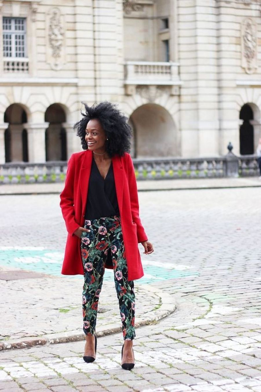 Manteau rougehttps://www.pinterest.fr/pin/492440540497930146/