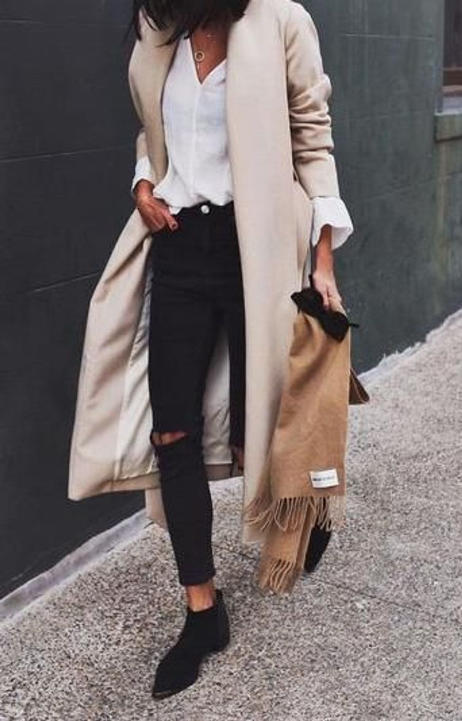 Manteau long beigehttps://www.pinterest.fr/pin/826551337833286409/