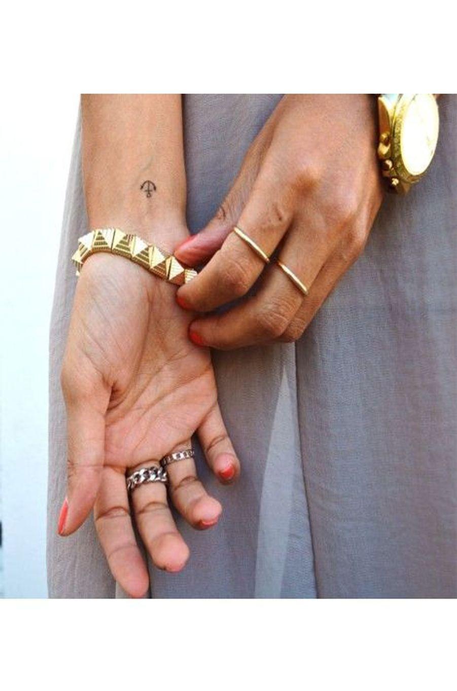 Kate Moss a rendu l'ancre populaire et sexy! A l'intérieur du poignet, il reste petit et délicat. Le genre de tatouage qu'on arbore en toute discrétion et qui ne sera visible que des regards les plus avertis.https://www.pinterest.com/pin/136937644892847312/