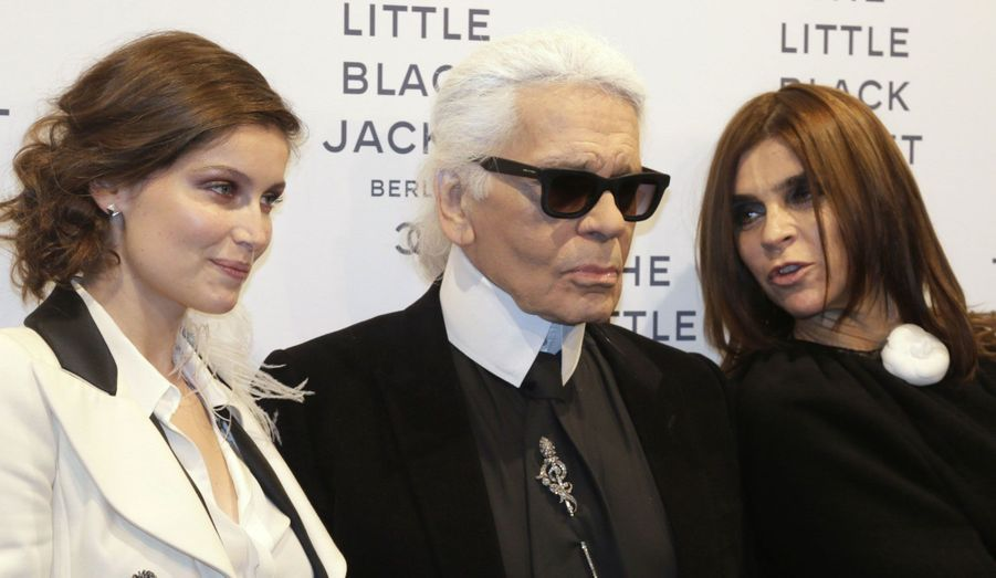 Karl Lagerfeld et Carine Roitfeld, accompagnés notamment de Laetitia Casta, ont inauguré lundi soir à Berlin de leur exposition événement autour de la mythique «petite veste noire» de Chanel. L'exposition demeurera dans la capitale allemande du 23 novembre au 14 décembre. Elle fera également étape à Séoul, en Corée du Sud, le 1er décembre.