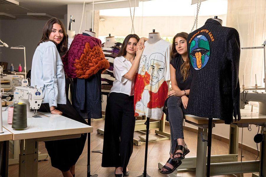 A la Lebanese American University, où Elie Saab parraine une licence de design de la mode. Les diplômées 2017, de g. à dr. : Sara Kayal, Dania Mahdi et Rafah Seoud.