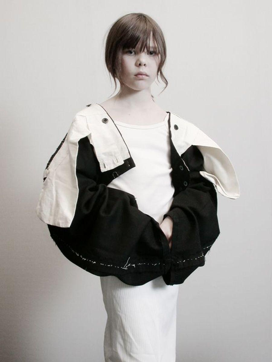 Lou Lesage portant un pantalon retourné. été 2002, Phase préparatoire à la Collection Vice Versa
