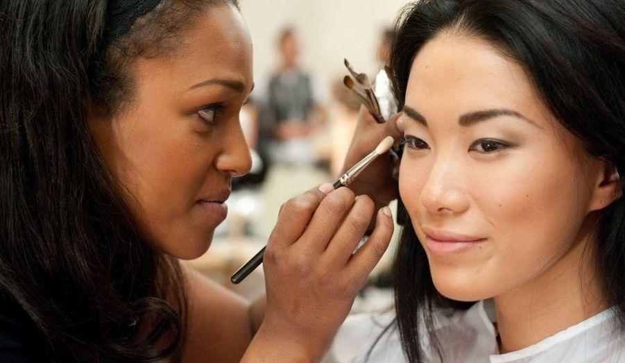 Maiko Itai, Miss Japon,se fait maquiller pour l'enregistrement et la préparation de Miss Univers 2010. La cérémonie aura lieu le 23 août à las Vegas.
