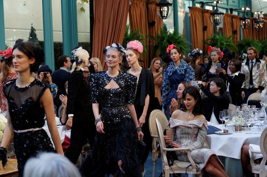 """Le défilé de la collection """"Métiers d'Art"""" de Chanel avait lieu à Paris, le 6 décembre."""