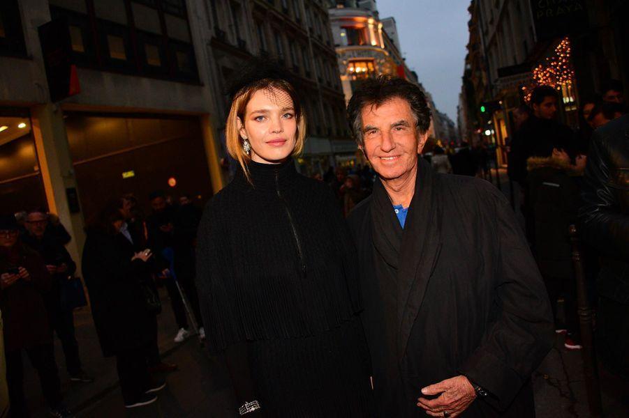 Natalia Vodianova et Jack Lang à l'exposition consacrée aux créations d'Azzedine Alaïa, à Paris, le 20 janvier 2019.