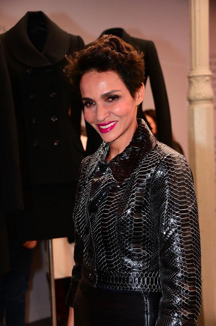 Farida Khelfaà l'exposition consacrée aux créations d'Azzedine Alaïa, à Paris, le 20 janvier 2019.