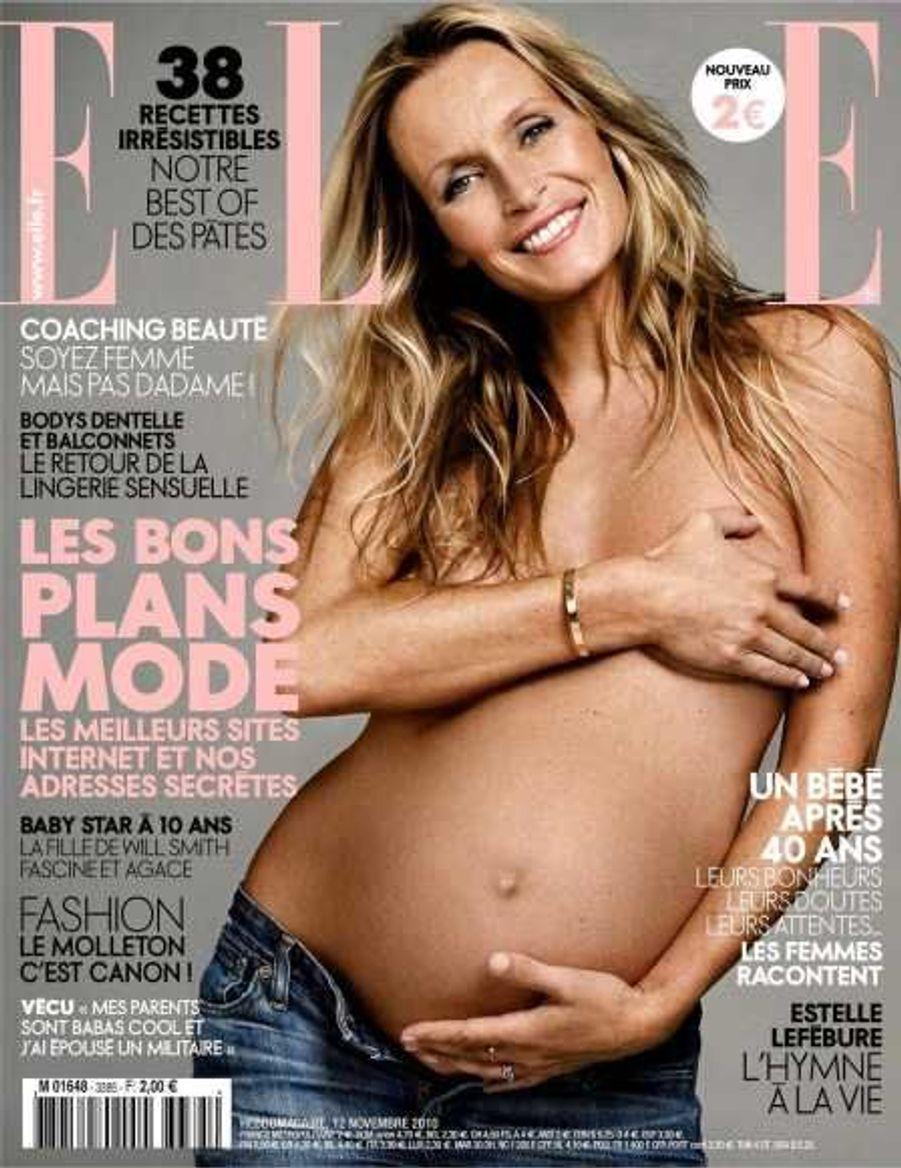 Estelle Lefébure, en novembre 2010, en couverture de Elle, était enceinte de son troisième enfant, Giuliano.