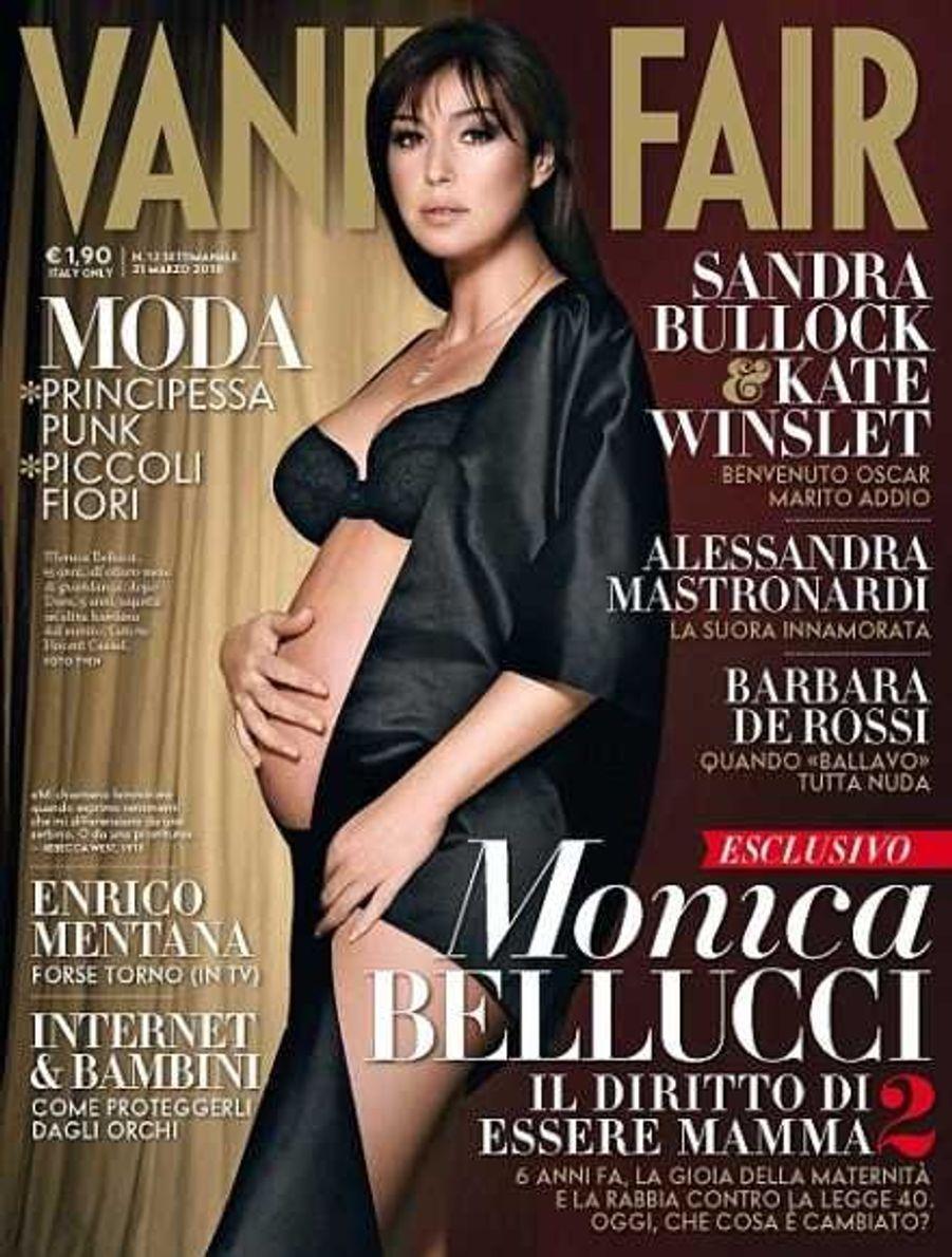 Monica Bellucci en mars 2010, enceinte de son 2e enfant, Léonie, pour l'édition italienne du magazine Vanity Fair.
