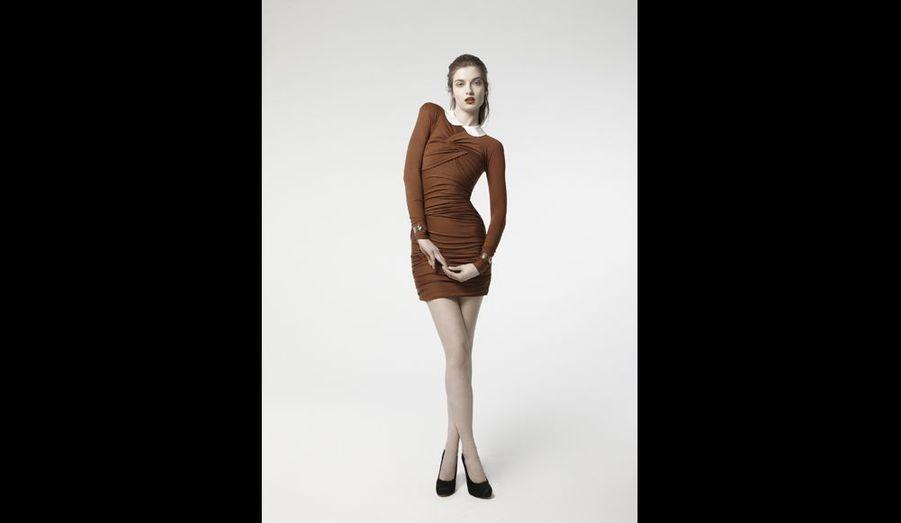 Attention la silhouette ! Avec ce drapé en laine jersey, il faut être parfaitement proportionnée et n'avoir pas une poitrine trop importnte. Elle existe aussi en noir. Sexy-sexy ! prix: 390 euros