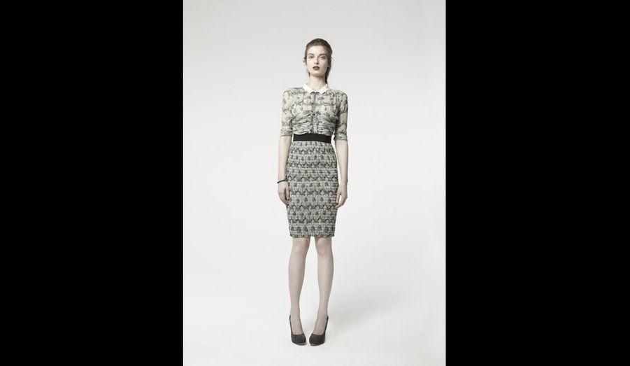 Ça à l'air d'être une jupe et un chemisier, en réalité c'est une robe en mousseline avec des jeux de fronces très couture ; la taille bien placée, la bonne longueur, facile à porter et mode sans excès. Très féminin.prix: 1090 euros