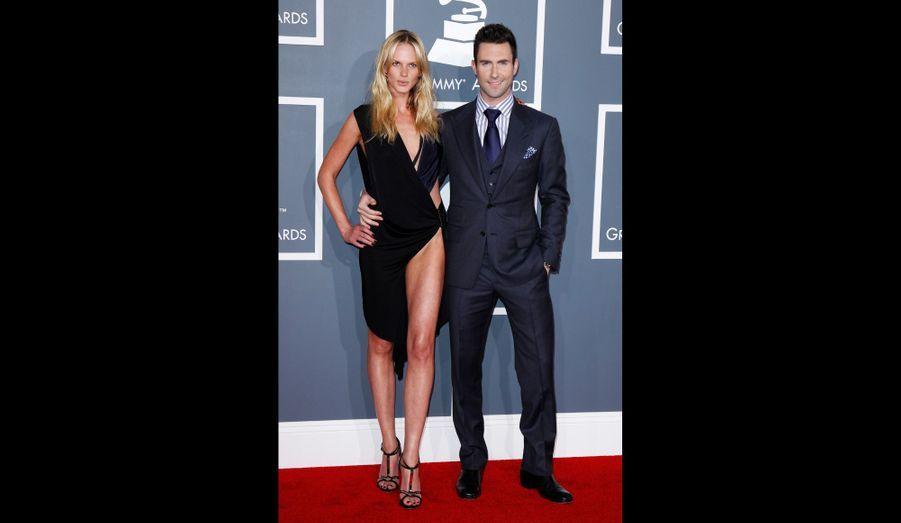 Le top accompagnait son petit-ami d'alors, le leader du groupe Maroon 5, aux Grammys de 2012.