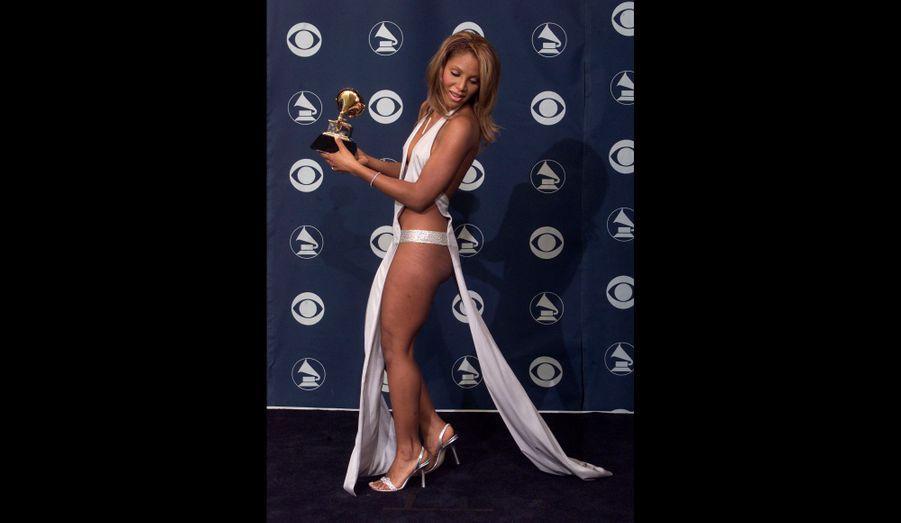 La robe portée aux Grammys de 2001 fait encore parler d'elle.