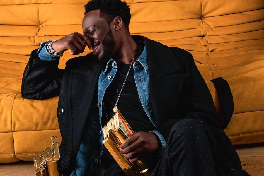 « Je viens du sous-sol, SDF, zéro dans les poches. » Deux NRJ Music Awards remportés le 5 décembre dernier et un million d'albums vendus, Dadju n'en revient toujours pas.