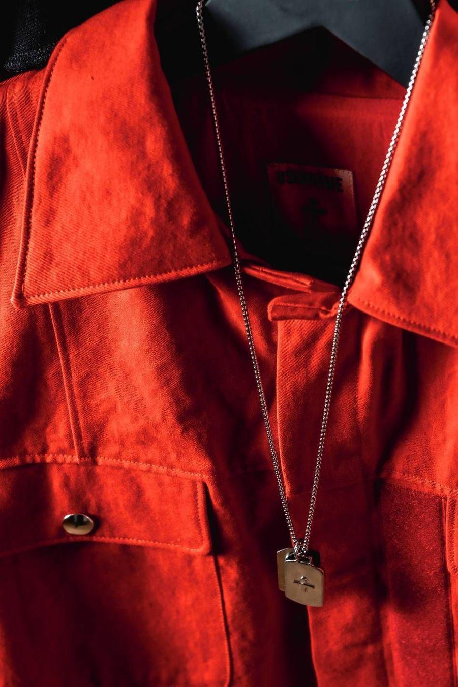 Username, c'est aussi une ligne de bijoux avec des pendentifs façon plaques militaires et des chevalières en argent.