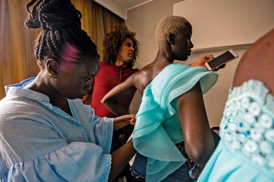 c158b28433 Dakar Fashion Week : les couturiers de la débrouille