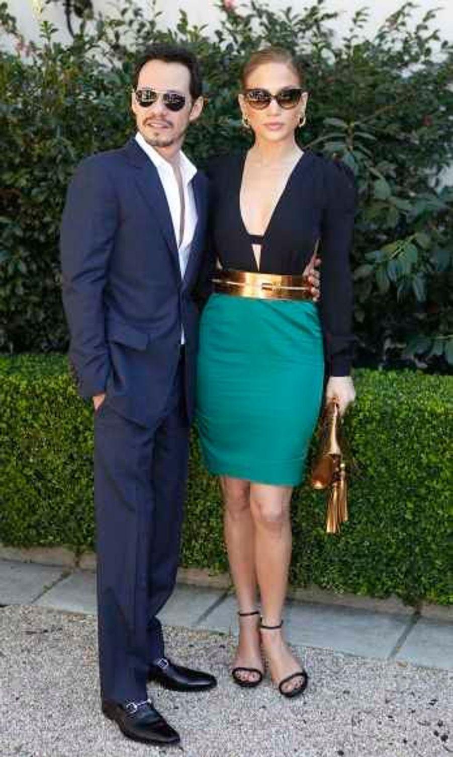 Accompagnée de son époux Marc Anthony, la belle chanteuse était radieuse, toute habillée de Gucci ainsi que son mari.