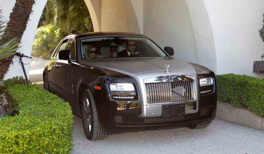 JLo et son mari son arrivés et repartis dans une belle Rolls Royce.
