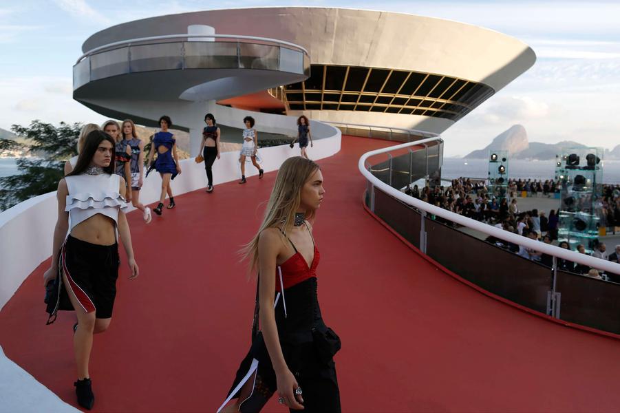 Défilé Louis Vuitton à Rio