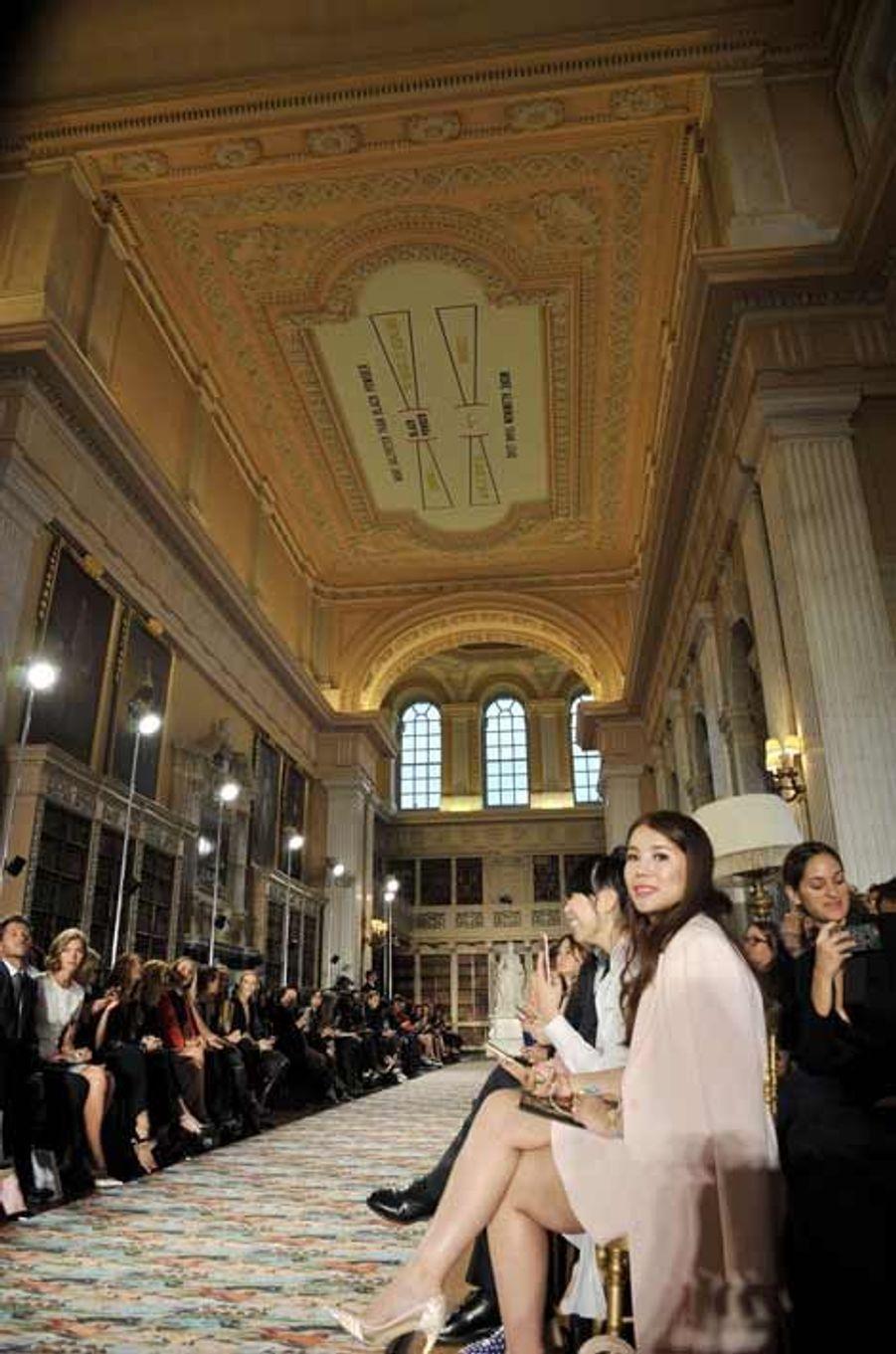 """Défilé croisière: quand """"la Parisienne de Dior va à Londres"""""""