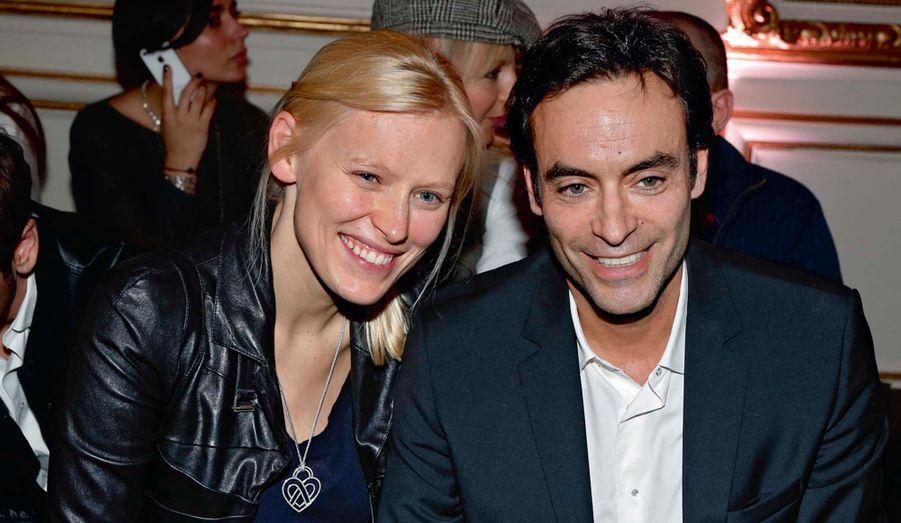 Très, très proches, Anna Sherbinina, mannequin et actrice russe, et Anthony Delon.