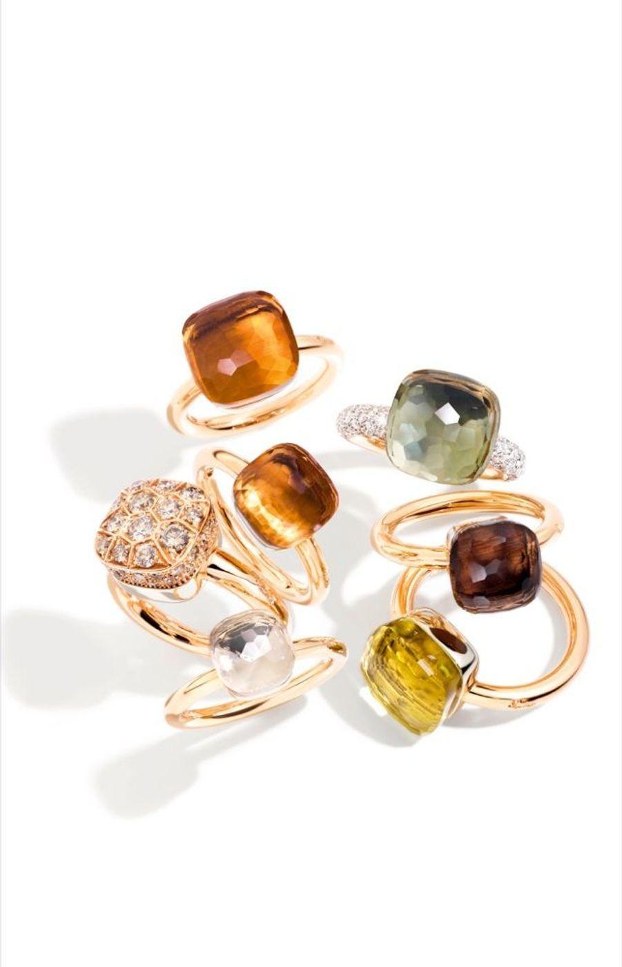Nue au soleil Lancée en 2001, la bague Nudo de Pomellato a marqué les esprits. Pourtant, cet anneau d'or rose « nu », juste serti d'une pierre de couleur en forme de bouchon de carafe, n'était à l'origine qu'un exercice de style. A savoir, créer un solitaire différent – et sans diamant –, cette gemme n'ayant jamais constitué le fonds de commerce de Pomellato. Le succès est immédiat. Ces « nus » sont à la fois originaux et portables, ludiques et personnalisables via de nombreuses combinaisons de couleurs. Désormais les Nudo se sont multipliés en s'octroyant néanmoins, parfois, une nuée de diamants… A partir de 1 600 euros la bague