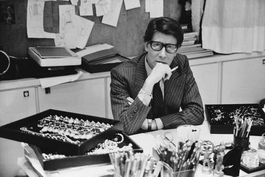 Yves Saint Laurent dans son studio, 1986.