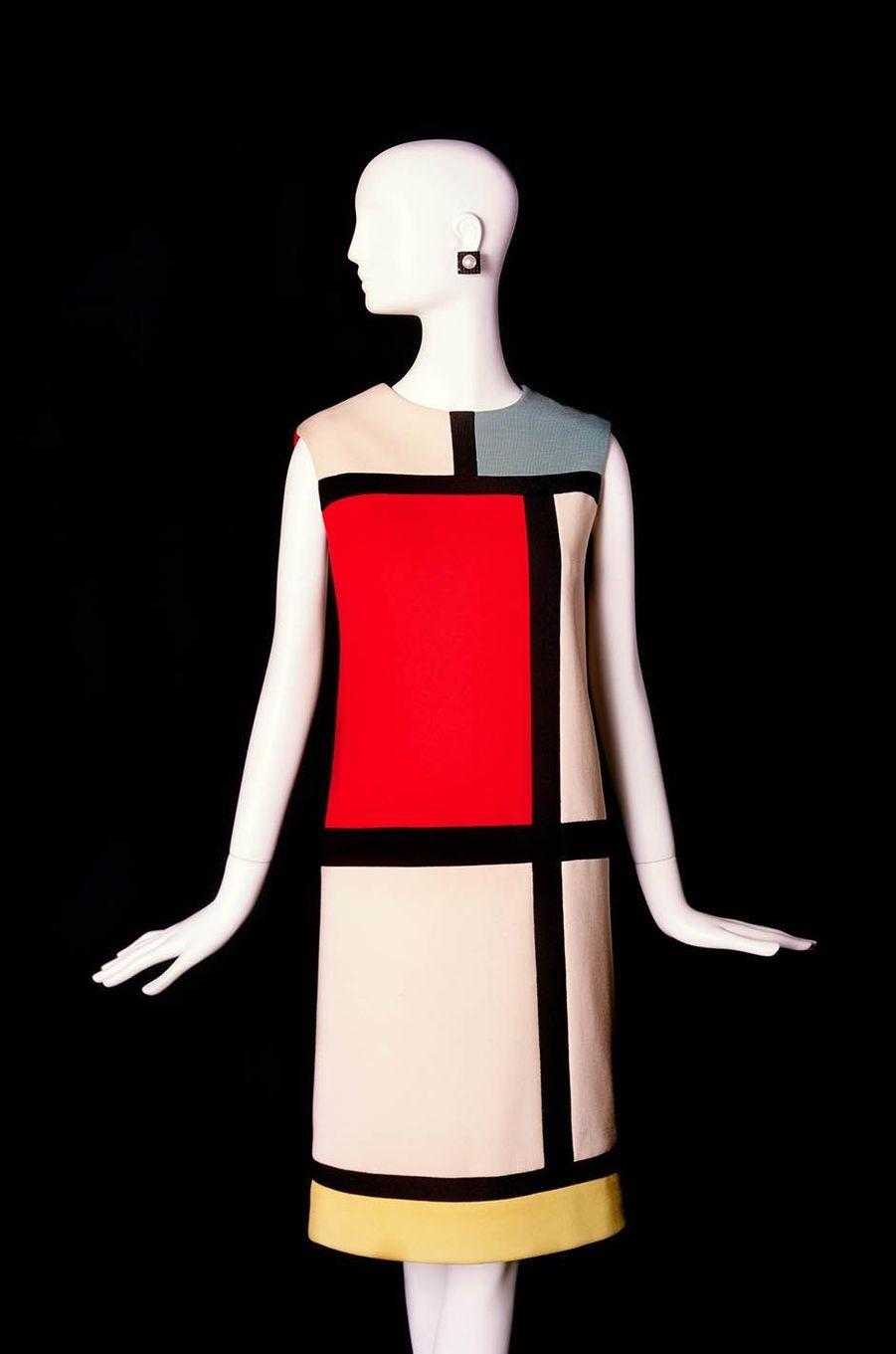 Robe hommage à Piet Mondrian. Collection haute couture automne-hiver 1965.