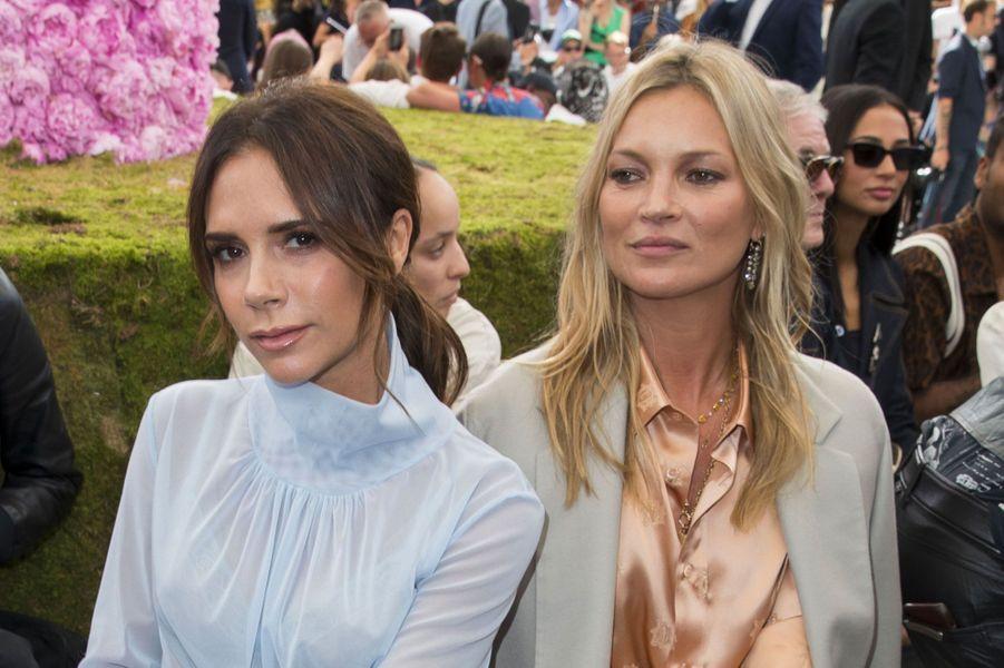 Victoria Beckham et Kate Moss au défilé Dior Homme, printemps-été 2019 le 23 juin 2018 à Paris
