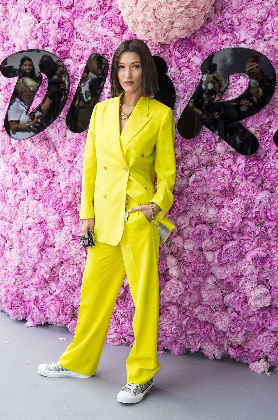 Bella Hadid au défilé Dior Homme, printemps-été 2019 le 23 juin 2018 à Paris