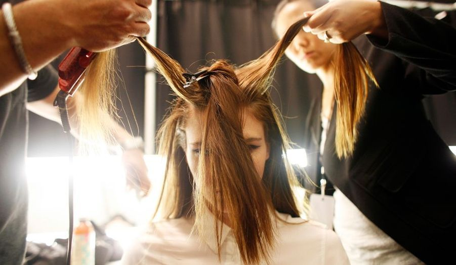 La coiffure est une étape incontournable. (Défilé Monique Lhuillier)