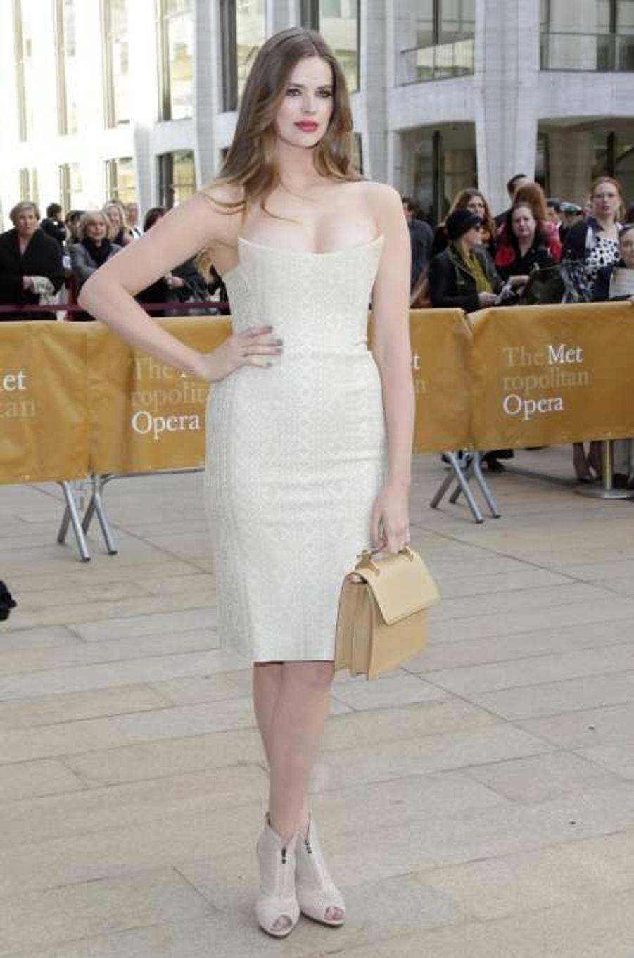 Robyn Lawley, l'Australienne aux formes généreuses est également une étoile montante du monde de la mode.