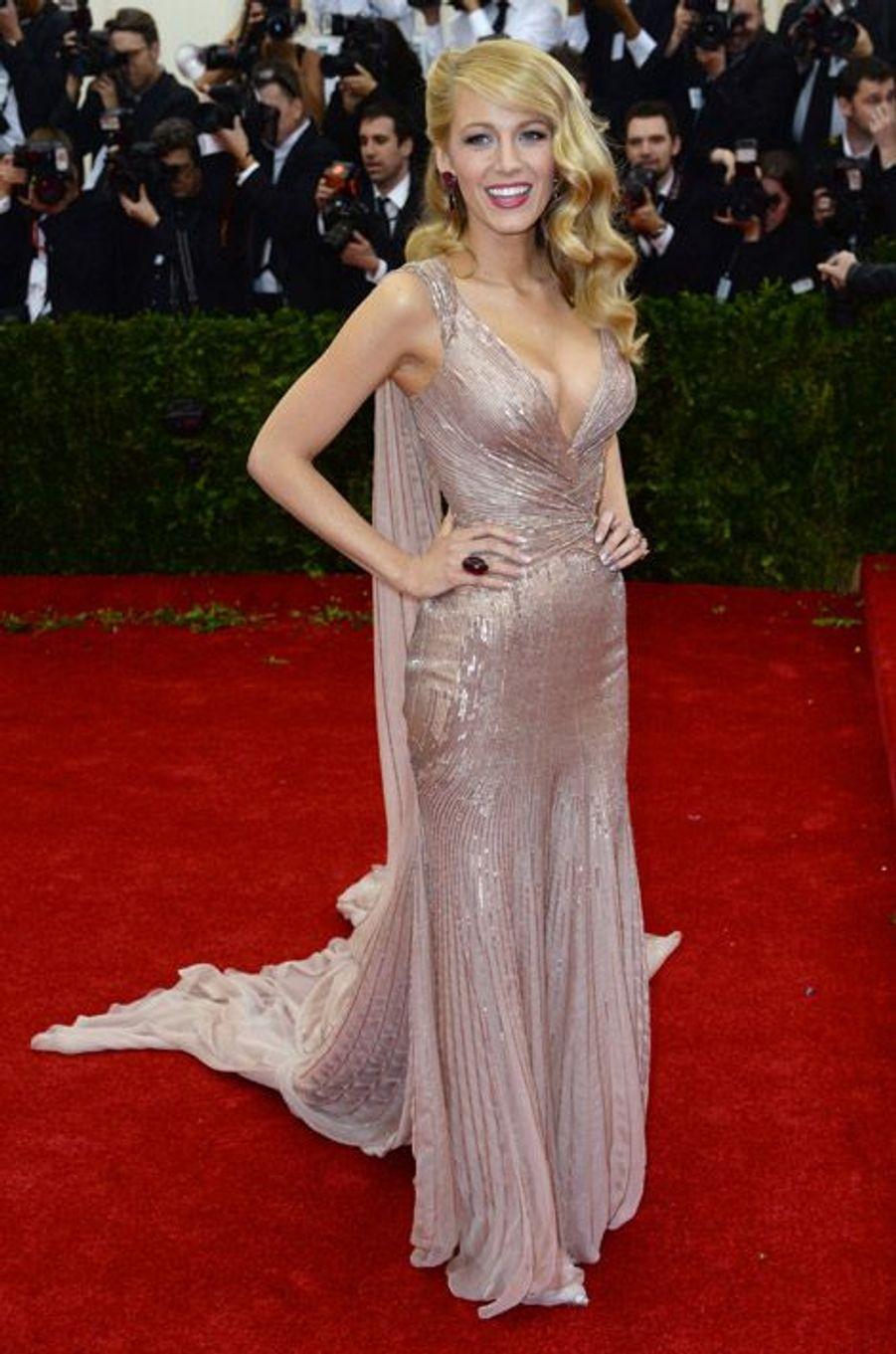 L'actrice Blake Lively au gala du Met en Gucci Première à New York, le 5 mai 2014