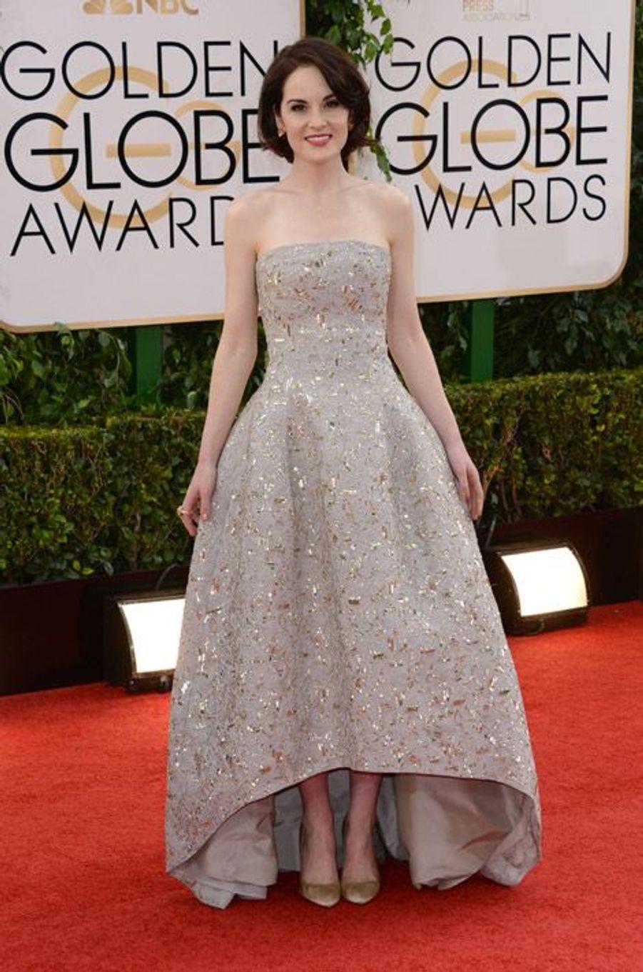 """L'actrice de la série """"Downton Abbey"""", Michelle Dockery, en Oscar de la Renta lors de la cérémonie des Golden Globe, le 12 janvier 2014"""