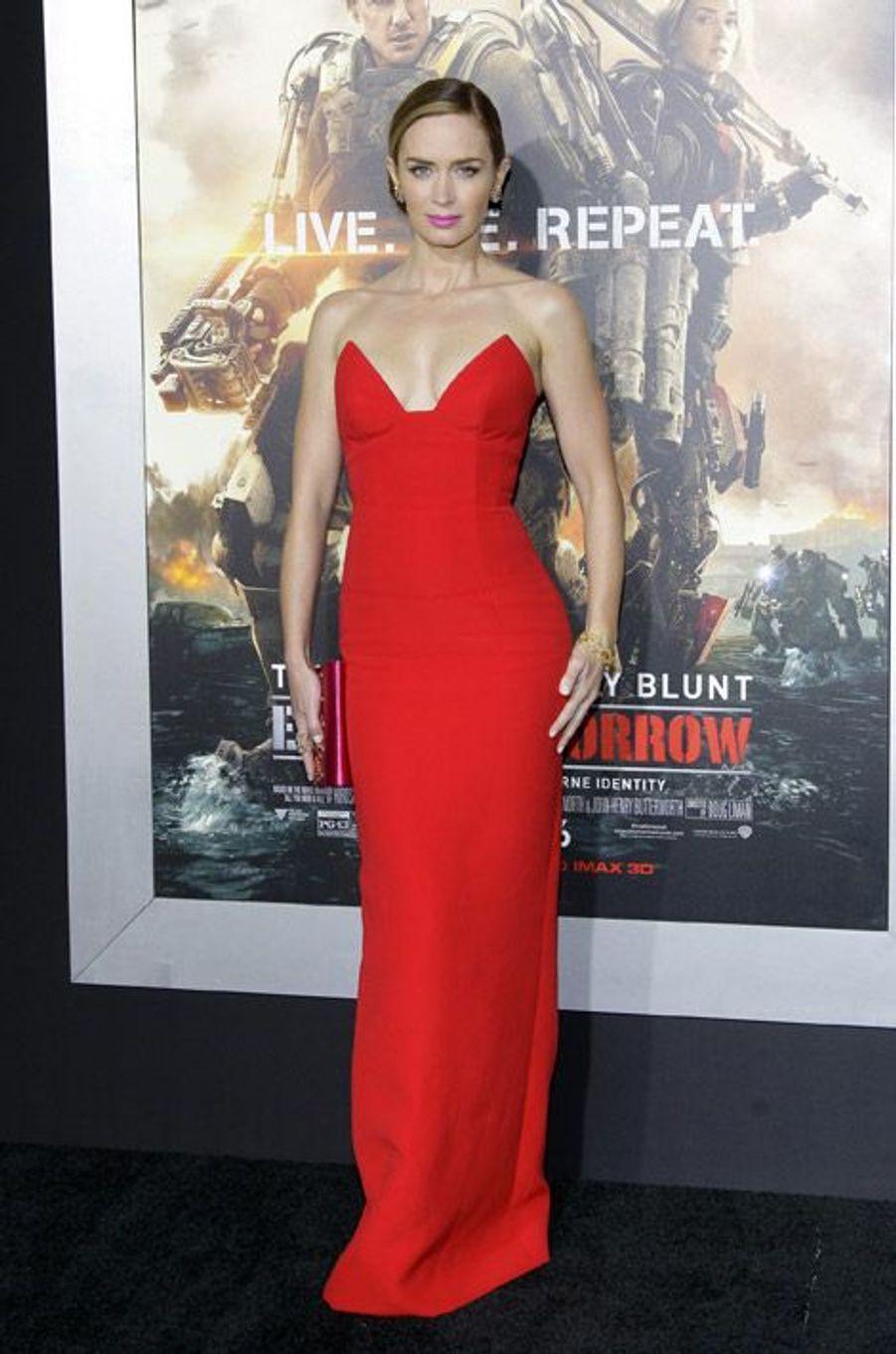 """L'actrice Emily Blunt en Prada pour la première de """"Edge of Tomorrow"""" à New York, le 28 mai 2014"""