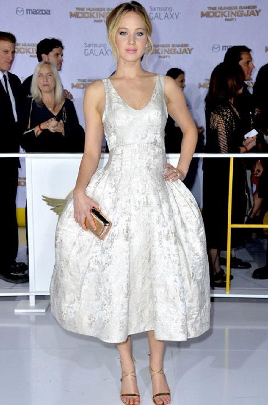 """L'actrice Jennifer Lawrence en Dior pour la première de """"Hunger Games"""" à Los Angeles, le 17 novembre 2014"""