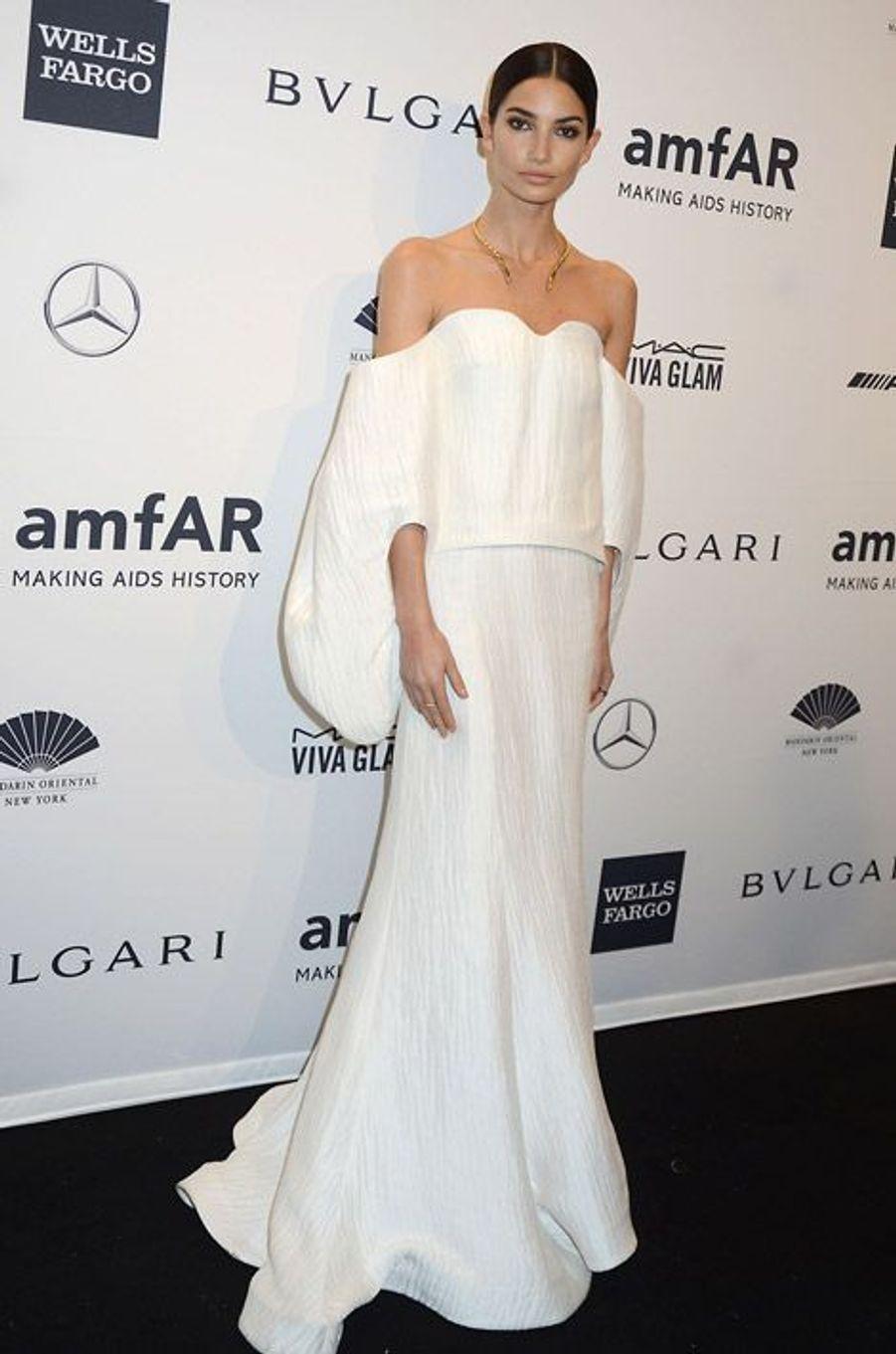 L'actrice Lily Aldridge en Rosie Assoulin au gala de l'amfAR à New York, le 5 février 2014