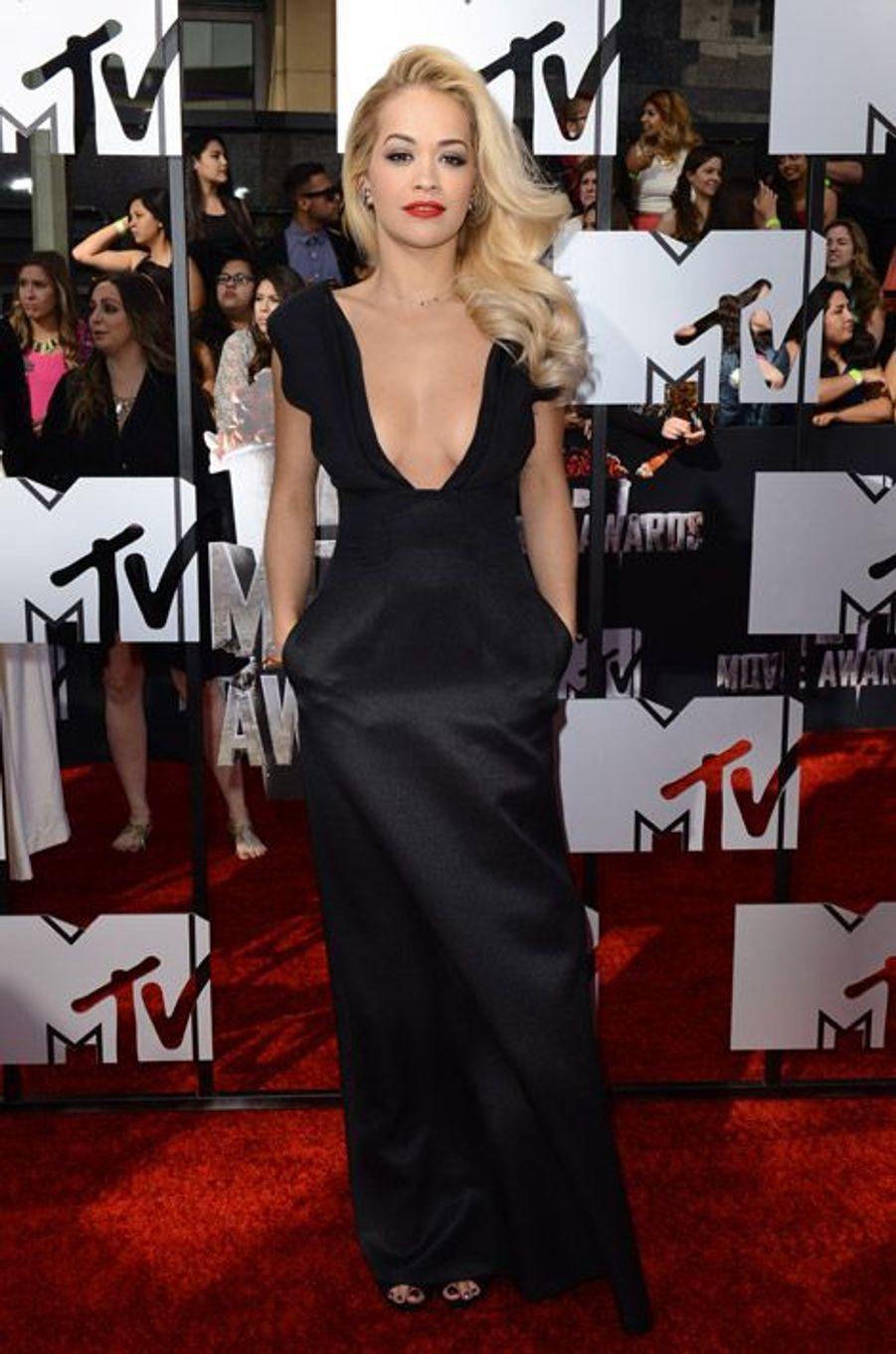 La chanteuse Rita Ora en Barbara Casasola lors des MTV Movie Awards à Los Angeles, le 13 avril 2014