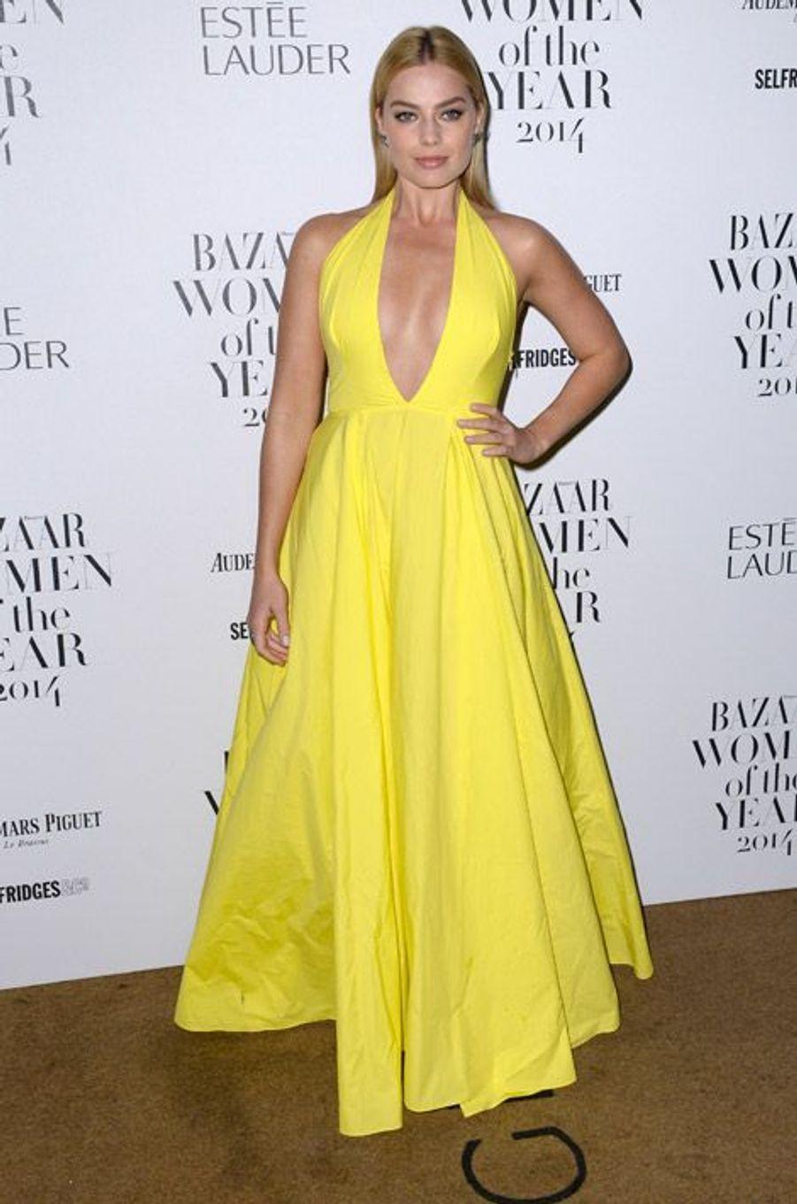 L'actrice Margot Robbie lors de la soirée Harpers Bazaar Women of the Year à Londres, le 4 novembre 2014