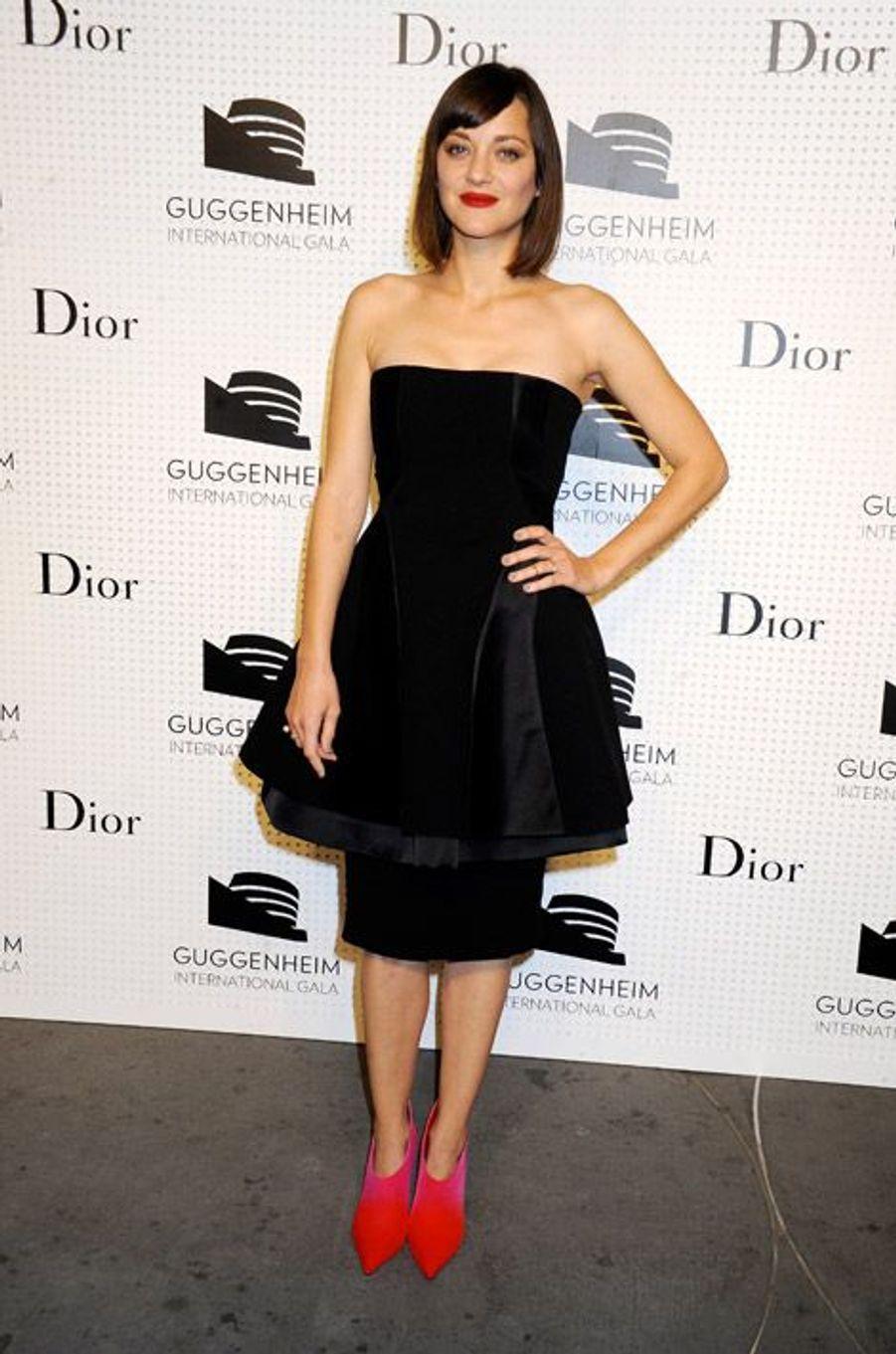 L'actrice Marion Cotillard en Dior Couture lors d'une soirée au musée Guggenheim de New York le 5 novembre 2014