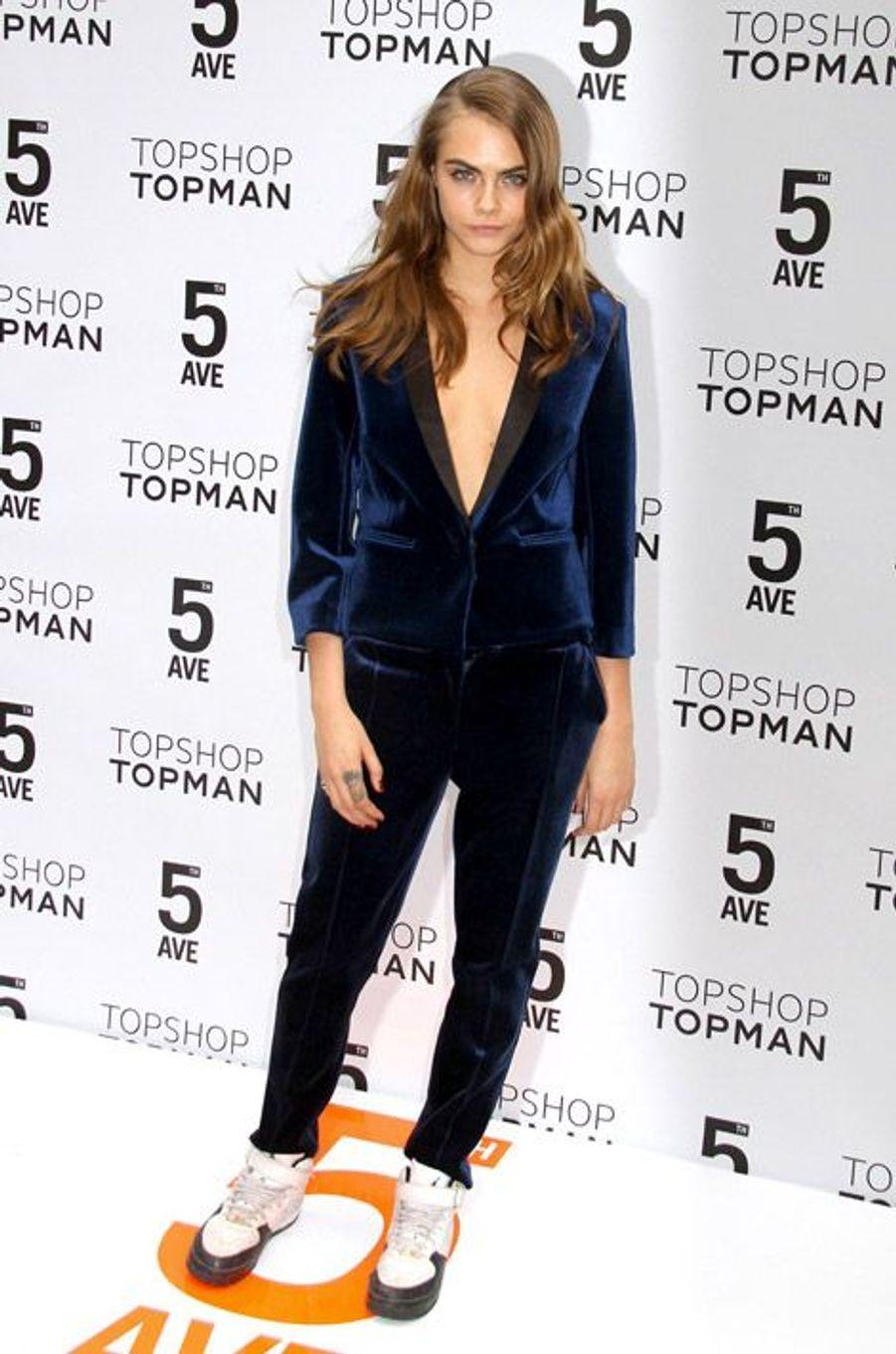 Le mannequin Cara Delevingne lors de l'inauguration de la boutique Topshop à New York, le 5 novembre 2014
