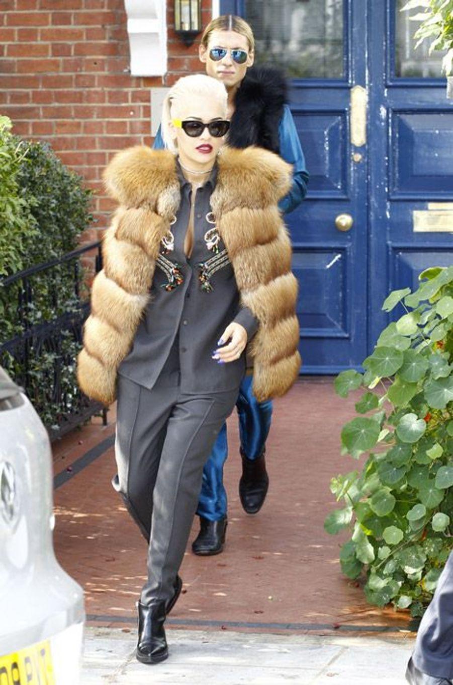 La chanteuse britannique Rita Ora à la sortie de son appartement à Londres, le 13 septembre 2014