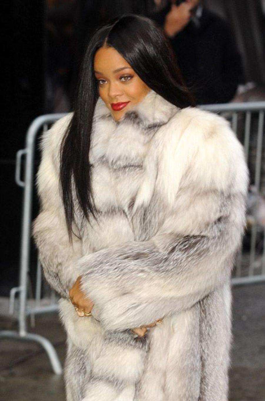 La chanteuse Rihanna arrive sur le plaeau de l'émission américaine Good Morning America, à New York,le 29 janvier 2014