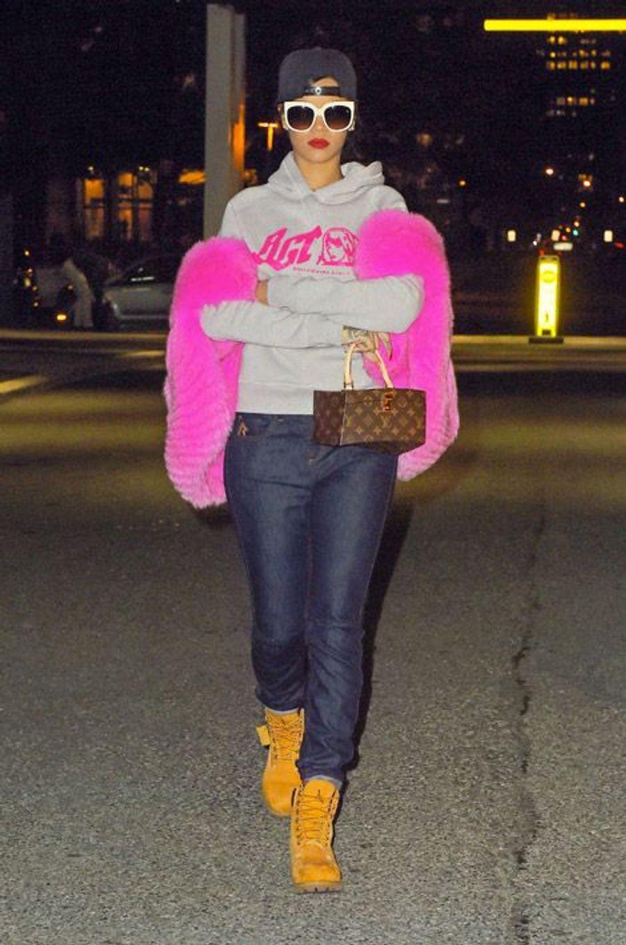 La chanteuse Rihanna dans les rues de New York, le 5 novembre 2014