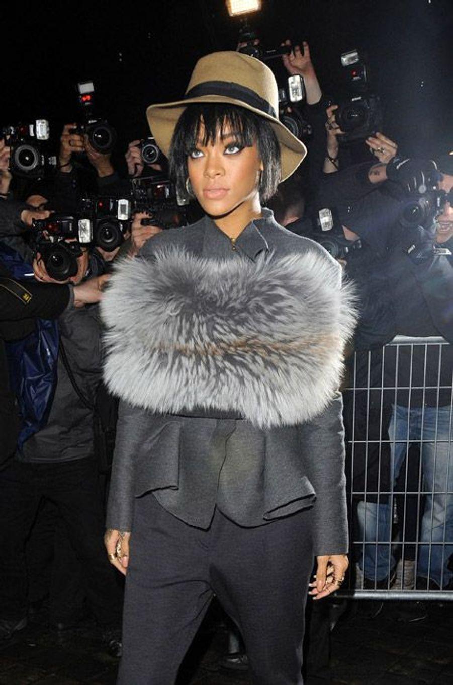 La chanteuse Rihanna lors du défilé Lanvin pendant la Fashion Week de Paris, le 27 février 2014